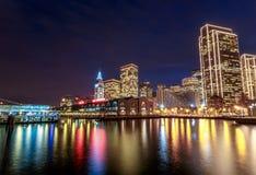 Σαν Φρανσίσκο Embarcadero τη νύχτα στοκ εικόνα