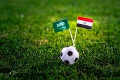 Σαουδική Αραβία - η Αίγυπτος, ομαδοποιεί το Α, Δευτέρα, 25 Ποδόσφαιρο Ιουνίου, Παγκόσμιο Κύπελλο, Ρωσία 2018, εθνικές σημαίες στη στοκ εικόνες