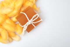 Σαπούνια κουκουλιού και μελιού μεταξοσκωλήκων γλυκερίνης Στοκ εικόνες με δικαίωμα ελεύθερης χρήσης