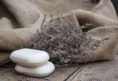 Σαπούνι και ξηρά λουλούδια Στοκ Εικόνες