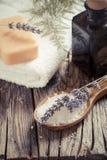 Σαπούνι Lavander Wooden Spa ρύθμιση Στοκ φωτογραφία με δικαίωμα ελεύθερης χρήσης