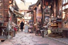 Σαράγεβο, Ευρώπη 09 02 2018, παλαιά κεντρική για τους πεζούς περιοχή πόλεων με τα μικρά καταστήματα Στοκ Φωτογραφία