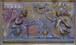 ΣΑΡΑΓΟΣΑ, ΙΣΠΑΝΙΑ - 3 ΜΑΡΤΊΟΥ 2018: Η χαρασμένη πολύχρωμη ανακούφιση Annunciation στην εκκλησία Iglesia de SAN Pablo από 17 αιώνα Στοκ Φωτογραφίες