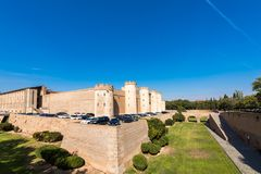 ΣΑΡΑΓΟΣΑ, ΙΣΠΑΝΙΑ - 27 ΣΕΠΤΕΜΒΡΊΟΥ 2017: Άποψη του παλατιού Aljaferia, που χτίζεται στο 11ο αιώνα Διάστημα αντιγράφων για το κείμ Στοκ Εικόνα