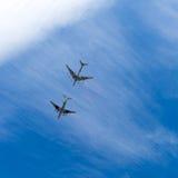 ΣΑΡΑΤΟΒ, ΡΩΣΙΑ - 6 ΜΑΐΟΥ 2017: Ρωσικά βομβαρδιστικό αεροπλάνο και βυτιοφόρο αλλαγμένος ουρανός μορφών σχεδίου χρωμάτων αεροσκαφών Στοκ Εικόνες