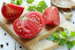 Σαρκώδης και juicy ντομάτα περικοπών στοκ εικόνα
