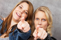 Σας θέλουμε - κορίτσια που δείχνουν σε σας! Στοκ Εικόνες