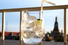 Σαφές νερό πάγου στοκ εικόνα με δικαίωμα ελεύθερης χρήσης