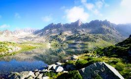 Σαφές νερό Cristal σε μια λίμνη βουνών Στοκ φωτογραφία με δικαίωμα ελεύθερης χρήσης