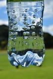 Σαφές πλαστικό μπουκάλι νερό Στοκ φωτογραφία με δικαίωμα ελεύθερης χρήσης