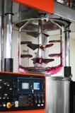 Σαφές ρόδινο πήκτωμα με τη μηχανή μίξης Στοκ φωτογραφία με δικαίωμα ελεύθερης χρήσης