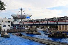 Σαφές τραίνο πάρκων της Ευρώπης στο ελληνικό τοπίο Στοκ Εικόνες