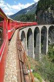 Σαφές τραίνο Bernina στα ελβετικά όρη Στοκ Φωτογραφίες