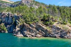 Σαφής λίμνη στο καναδικό δάσος στοκ φωτογραφία με δικαίωμα ελεύθερης χρήσης