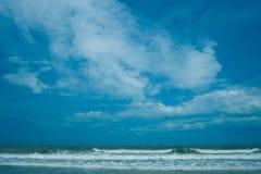 Σαφής, φυσικός, τροπικός, άσπρος, σύννεφο, ταξίδι, ημέρα, άμμος, ηλιόλουστη, καλοκαίρι, ήλιος, παράδεισος, κύμα, παραλία, μπλε, ο Στοκ Φωτογραφίες