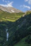 Σαφείς ρεύμα και καταρράκτες βουνών Στοκ Εικόνες