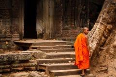σαφράνι τηβέννων μοναχών angkor wat Στοκ εικόνα με δικαίωμα ελεύθερης χρήσης