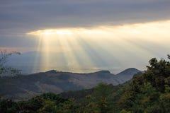 Σαφώς φως του ήλιου οριζόντων από τις ακτίνες σύννεφων Στοκ φωτογραφία με δικαίωμα ελεύθερης χρήσης