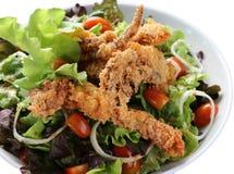 Σαλάτα ή apetizer με τις γαρίδες και τα χορτάρια Στοκ Εικόνα