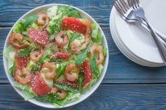 Σαλάτα γαρίδων με το γκρέιπφρουτ και το rucola Στοκ εικόνα με δικαίωμα ελεύθερης χρήσης