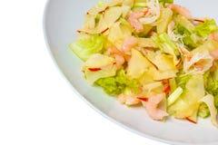 Σαλάτα γαρίδων της Apple που απομονώνεται στο άσπρο υπόβαθρο Στοκ Εικόνες