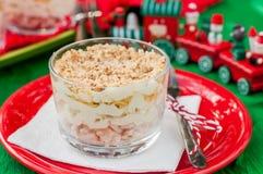 Σαλάτα κοτόπουλου, της Apple, τυριών και αυγών Χριστουγέννων που βάζουν σε στρώσεις με Mayo Στοκ εικόνες με δικαίωμα ελεύθερης χρήσης