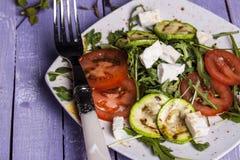 Σαλάτα κολοκυθιών με τις ντομάτες και το τυρί Στοκ Εικόνες
