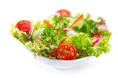 Σαλάτα με τα λαχανικά και τα πράσινα Στοκ φωτογραφίες με δικαίωμα ελεύθερης χρήσης