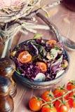 Σαλάτα με τα πράσινα και τις ντομάτες Στοκ Εικόνες