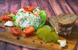 Σαλάτα με τη μαγιονέζα και τα λαχανικά Στοκ Εικόνα