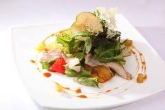 Σαλάτα με τη Apple και το κρέας Στοκ εικόνες με δικαίωμα ελεύθερης χρήσης