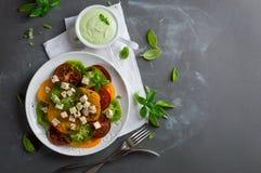 Σαλάτα με τις ζωηρόχρωμες ντομάτες Στοκ Εικόνες