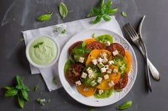 Σαλάτα με τις ζωηρόχρωμες ντομάτες Στοκ εικόνα με δικαίωμα ελεύθερης χρήσης