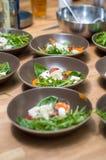 Σαλάτα με το μαγείρεμα μοτσαρελών Στοκ εικόνα με δικαίωμα ελεύθερης χρήσης
