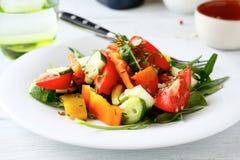Σαλάτα με το πιπέρι και το αγγούρι ντοματών Στοκ φωτογραφία με δικαίωμα ελεύθερης χρήσης