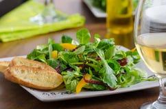 Σαλάτα με το arugula και τα πιπέρια Στοκ εικόνες με δικαίωμα ελεύθερης χρήσης