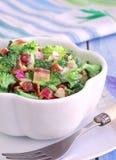 Σαλάτα μπρόκολου με τη μαγιονέζα Συνταγές μπρόκολου στοκ εικόνες