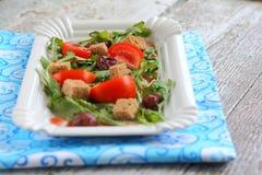 Σαλάτα ντοματών, φράουλες, arugula, croutons Στοκ φωτογραφία με δικαίωμα ελεύθερης χρήσης