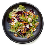Σαλάτα παντζαριών με τα ξύλα καρυδιάς και το καρότο φέτας Στοκ εικόνα με δικαίωμα ελεύθερης χρήσης