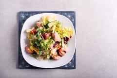 Σαλάτα στηθών λαχανικών και κοτόπουλου στοκ εικόνες