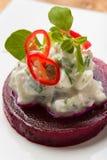 Σαλάτα τεύτλων με τα χορτάρια και τα τσίλι σκόρδου τυριών εξοχικών σπιτιών Στοκ Εικόνες