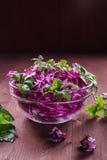 Σαλάτα του κόκκινου λάχανου και του μαϊντανού Στοκ φωτογραφία με δικαίωμα ελεύθερης χρήσης