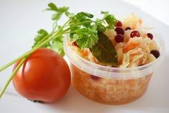 Σαλάτα του Kale με τις ντομάτες και τα χορτάρια των βακκίνιων Στοκ φωτογραφία με δικαίωμα ελεύθερης χρήσης