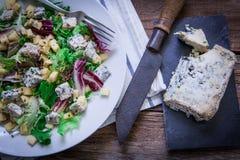 Σαλάτα τυριών στο πιάτο Στοκ εικόνα με δικαίωμα ελεύθερης χρήσης