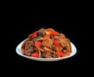 Σαλάτα των λαχανικών Μελιτζάνα και κόκκινο πιπέρι στο άσπρο πιάτο ISO Στοκ Φωτογραφίες