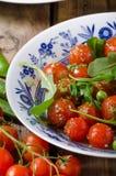 Σαλάτα των ντοματών arugula και κερασιών Στοκ εικόνα με δικαίωμα ελεύθερης χρήσης