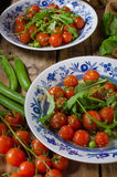 Σαλάτα των ντοματών arugula και κερασιών Στοκ Φωτογραφία