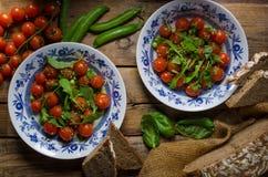 Σαλάτα των ντοματών arugula και κερασιών Στοκ Φωτογραφίες
