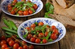 Σαλάτα των ντοματών arugula και κερασιών Στοκ Εικόνες