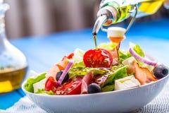 Σαλάτα Φρέσκια σαλάτα θερινού μαρουλιού Υγιής μεσογειακή σαλάτα ol Στοκ εικόνα με δικαίωμα ελεύθερης χρήσης
